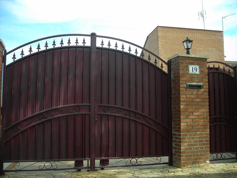 Puerta batiente en Forja
