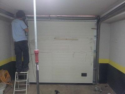 Instalador de puerta seccional
