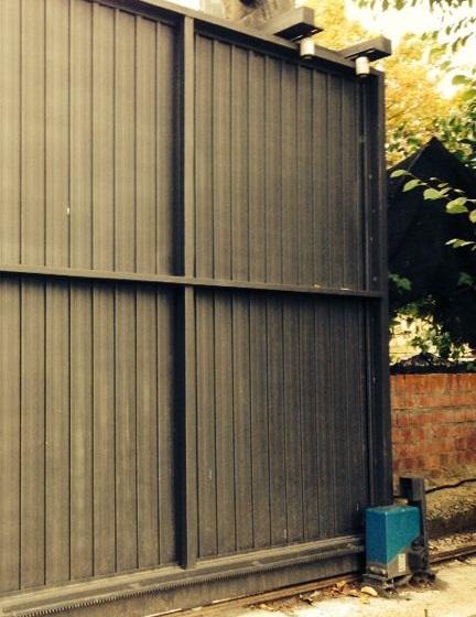 Instalaci n de puertas correderas autom ticas puertas - Puerta acero galvanizado ...