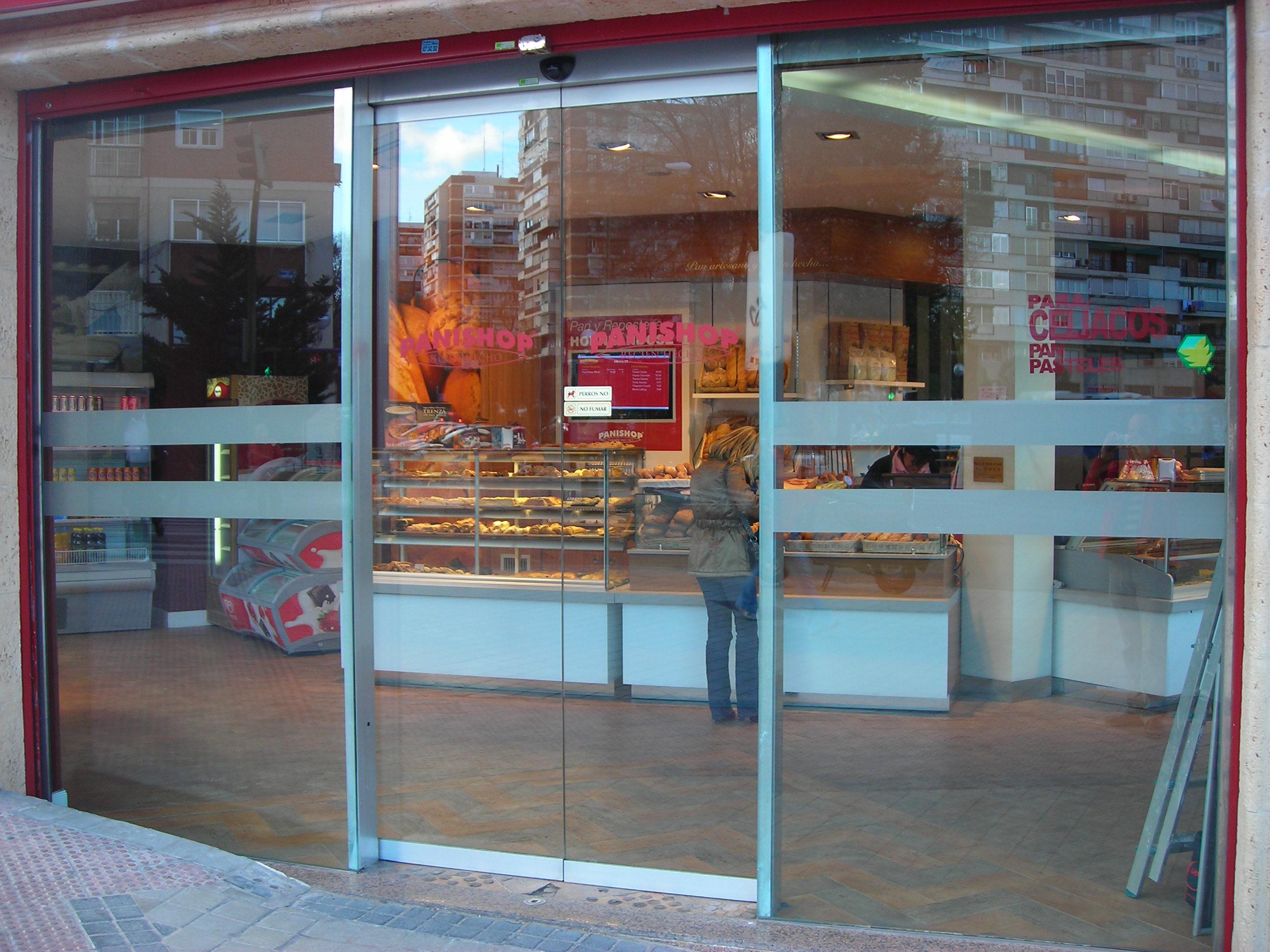 Puertas autom ticas de cristal para comercio puertas for Puertas automaticas cristal