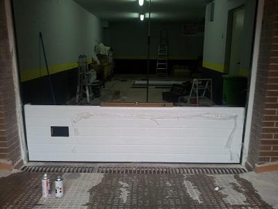 Instalación de puerta seccional en Algete