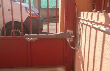 Instalaci n de motor para puerta de garaje abatible - Brazos puertas automaticas ...