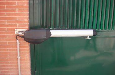 Instalaci n de motor para puerta de garaje abatible for Motor puerta automatica